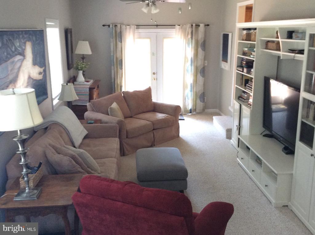 Living room - 6 WESTMORELAND DR, FREDERICKSBURG