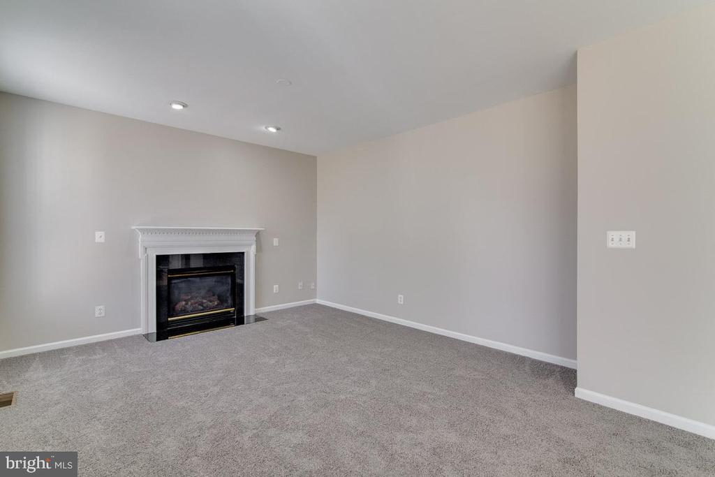 Come gather around the Fireplace in Family Room - 2702 MYRTLEWOOD DR, DUMFRIES