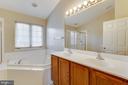 Owner's Bath with Dual Vanities & Soaking Tub - 2702 MYRTLEWOOD DR, DUMFRIES