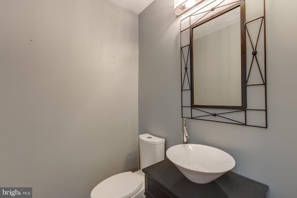 Half bath on main level. - 8 IDYLWOOD PL, STAFFORD