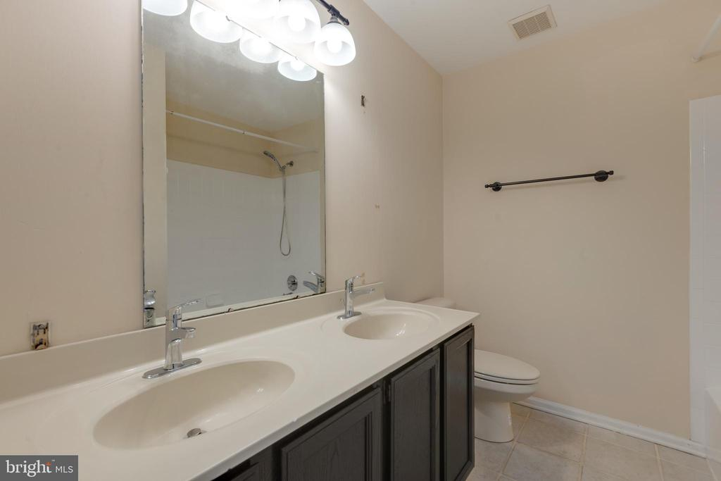 Bathroom 2 - 8 IDYLWOOD PL, STAFFORD