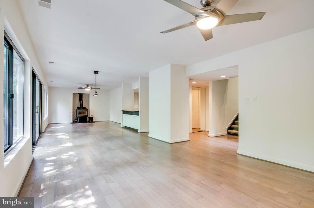An entertainers dream space. - 11222 GOLDFLOWER CT, FAIRFAX STATION