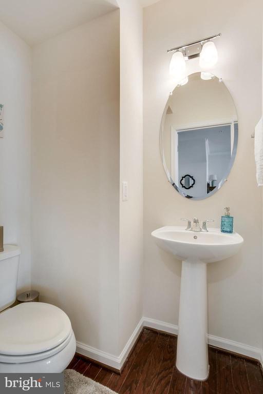 Convenient main level powder room - 24556 ROSEBAY TER, ALDIE