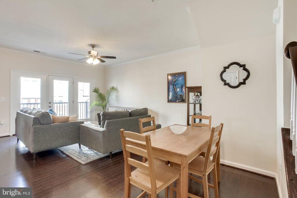 Great Room has room for relaxing and dining - 24556 ROSEBAY TER, ALDIE