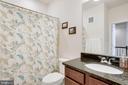 Upper level full guest bathroom-tub/shower - 24556 ROSEBAY TER, ALDIE