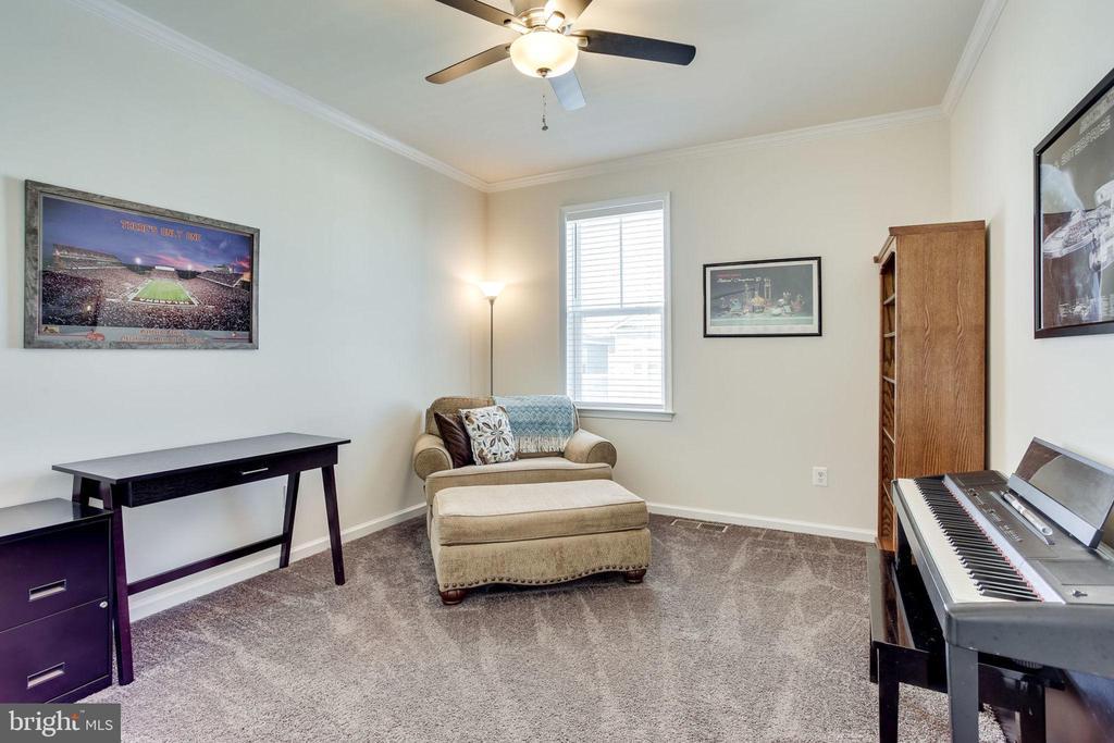 Perfect as bedroom or office - 24556 ROSEBAY TER, ALDIE