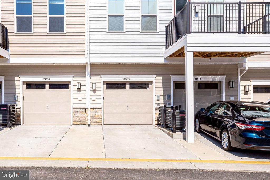 1 Car garage and driveway - 24556 ROSEBAY TER, ALDIE