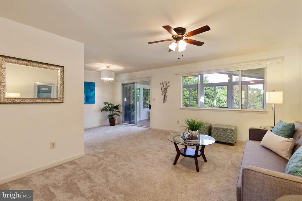 Living room and dining room - 4003 MIDDLETON DR, MONROVIA