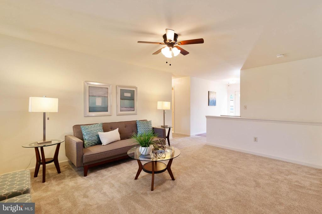 Large living room - 4003 MIDDLETON DR, MONROVIA