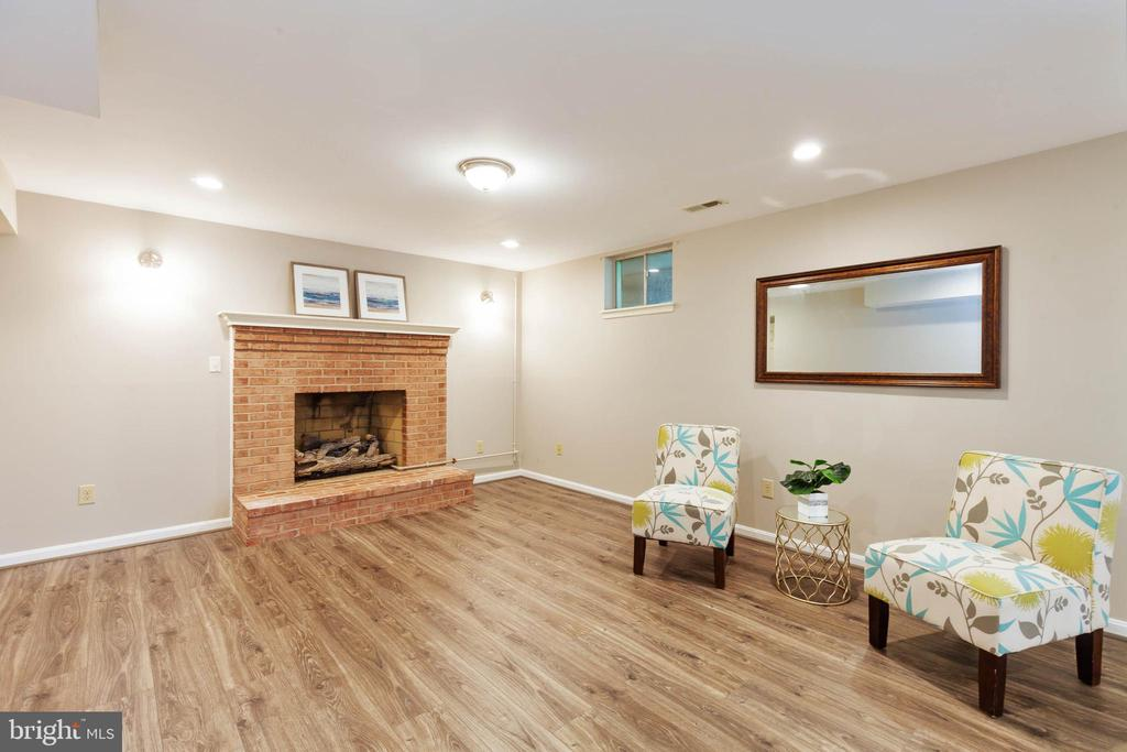 Gorgeous finished basement with new flooring and p - 4003 MIDDLETON DR, MONROVIA