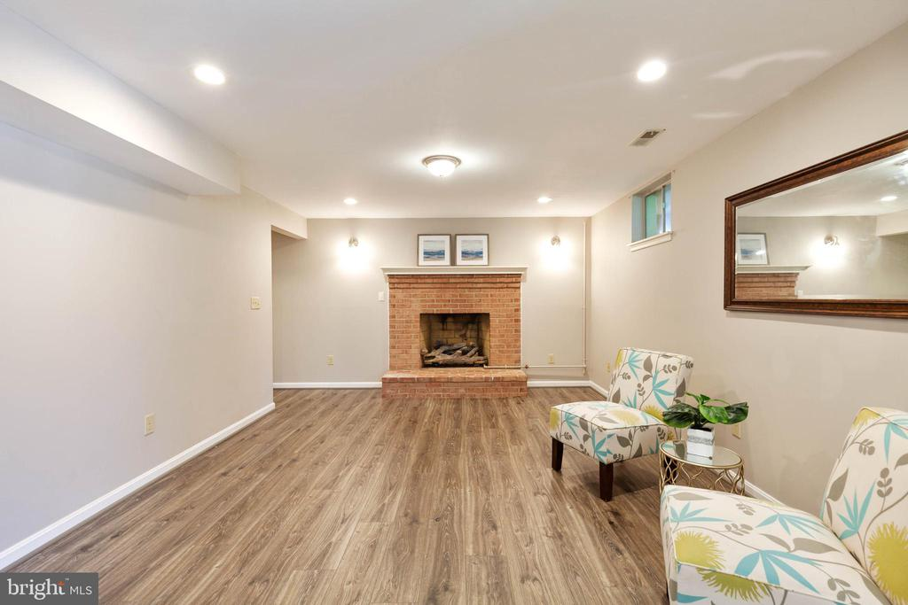 Brick gas fireplace and recessed lighting - 4003 MIDDLETON DR, MONROVIA