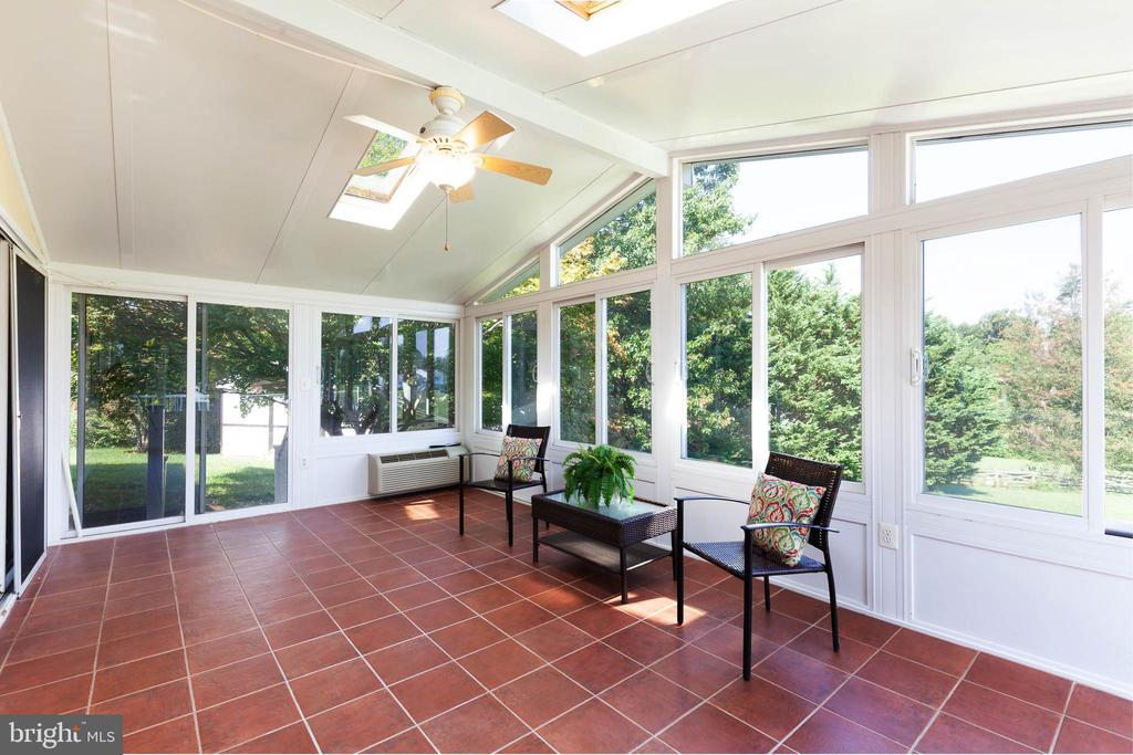 Sunroom with windows galore - 4003 MIDDLETON DR, MONROVIA
