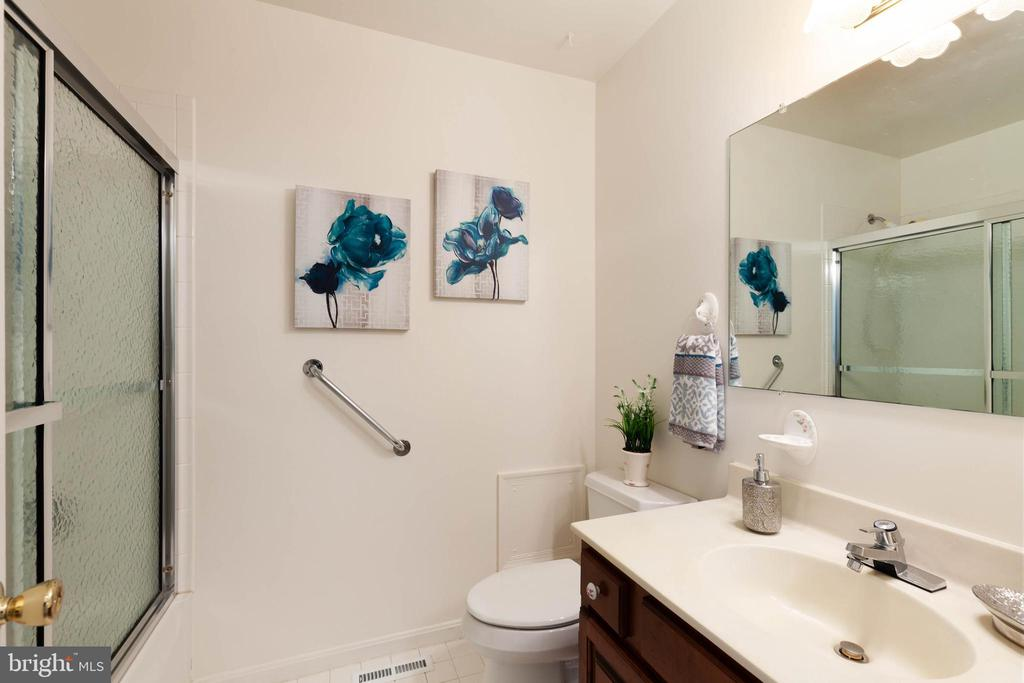 Hall bathroom with handrails - 4003 MIDDLETON DR, MONROVIA