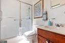 Master Bathroom with handrails - 4003 MIDDLETON DR, MONROVIA