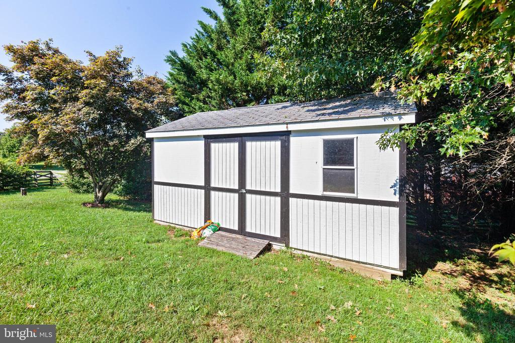 Large shed - 4003 MIDDLETON DR, MONROVIA