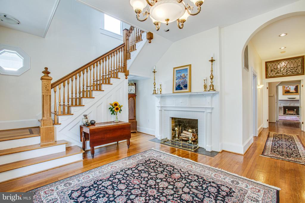 Front stairs and huge entrance foyer. - 504 LEWIS ST, FREDERICKSBURG