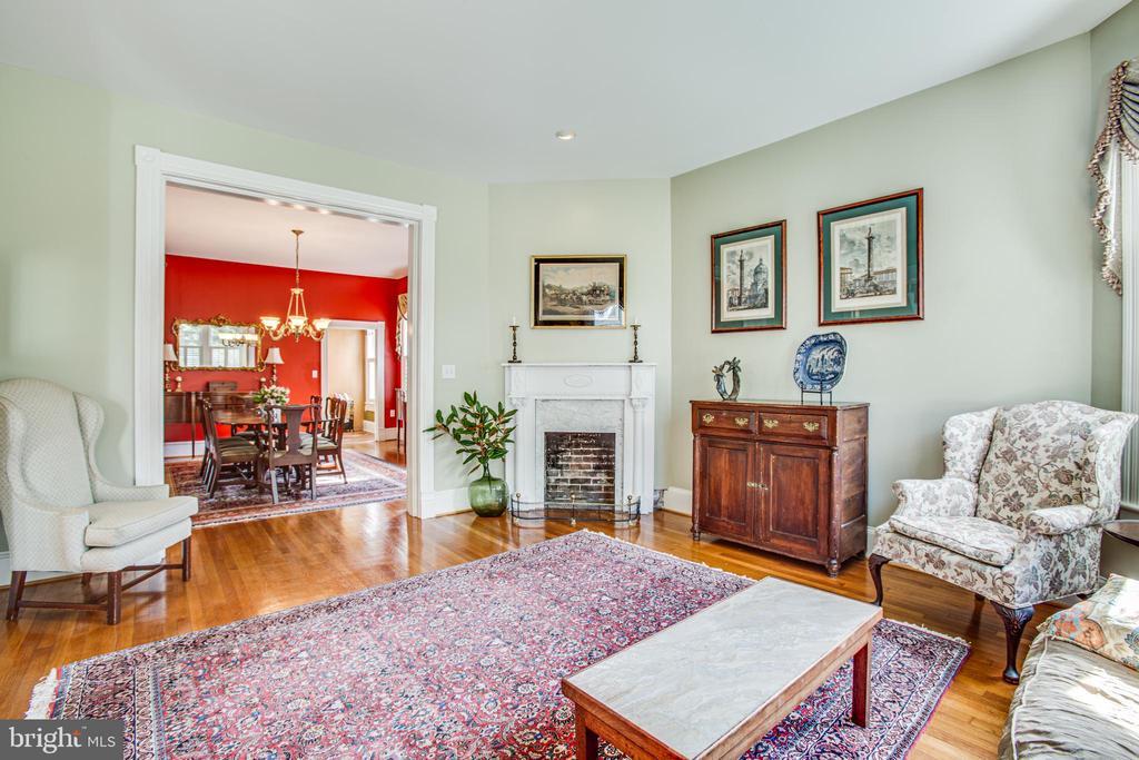 Living room and dining room - 504 LEWIS ST, FREDERICKSBURG