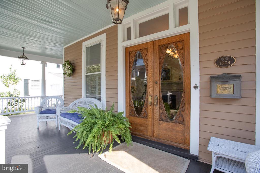 Incredible front porch - 504 LEWIS ST, FREDERICKSBURG