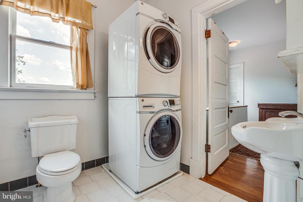 Full bath #2 on second floor - 504 LEWIS ST, FREDERICKSBURG