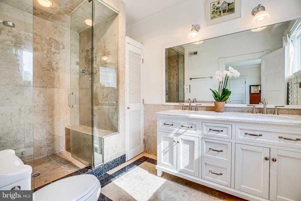 Master Bath - 504 LEWIS ST, FREDERICKSBURG