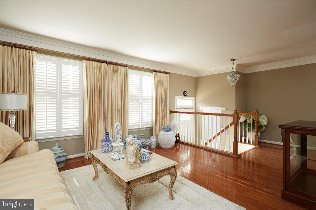 Living Room with crown moulding - 2028 GALLOWS TREE CT, VIENNA