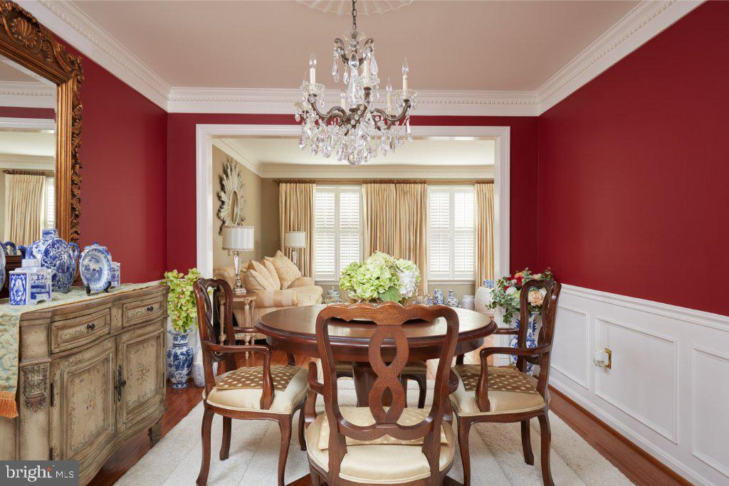 Dining Room with crown moulding - 2028 GALLOWS TREE CT, VIENNA