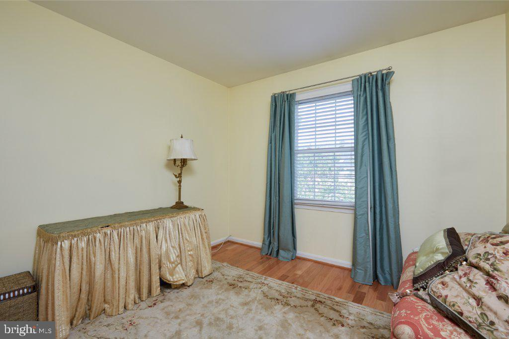 Bedroom 3 with vaulted ceiling - 2028 GALLOWS TREE CT, VIENNA