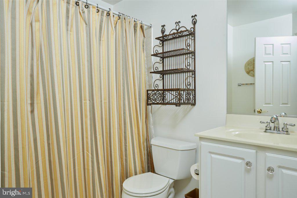 Upper level hallway full bathroom - 2028 GALLOWS TREE CT, VIENNA