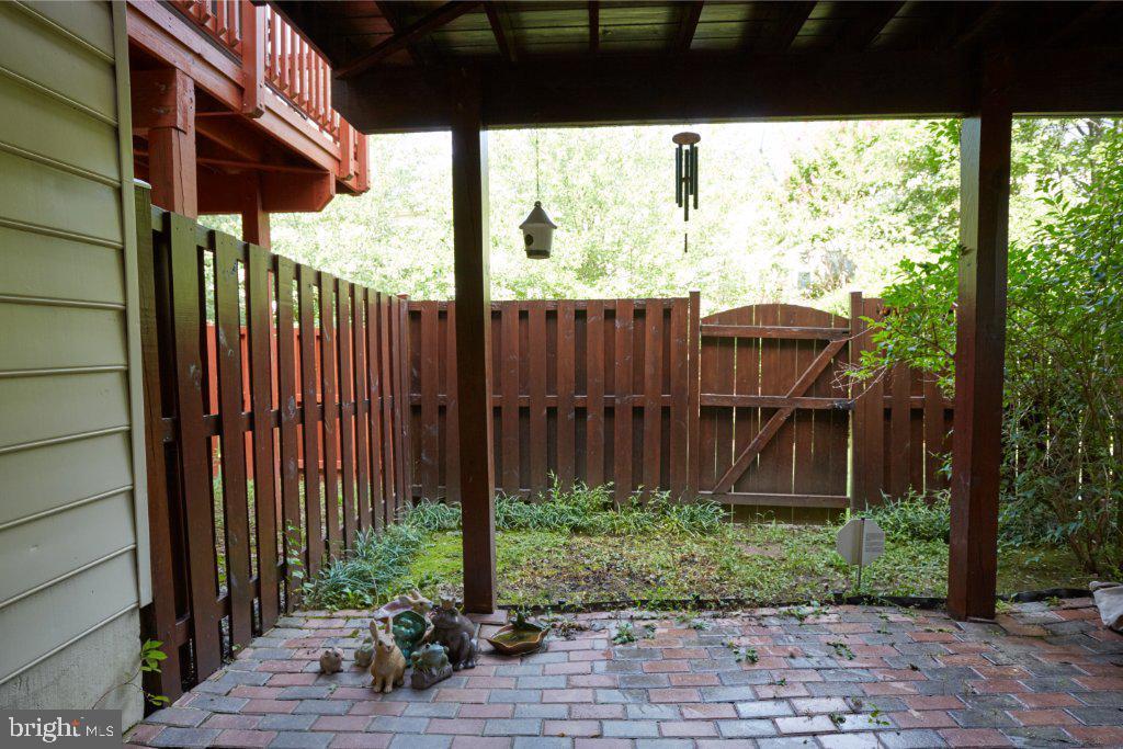 LL brick patio under the deck - 2028 GALLOWS TREE CT, VIENNA