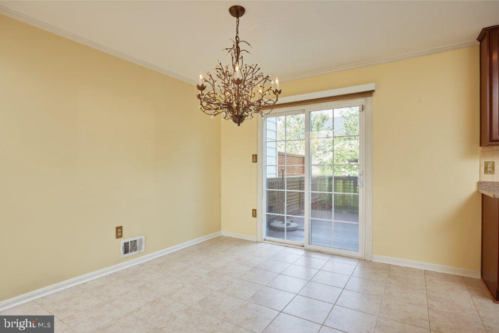 Kitchen breakfast area with SGD to deck - 2028 GALLOWS TREE CT, VIENNA
