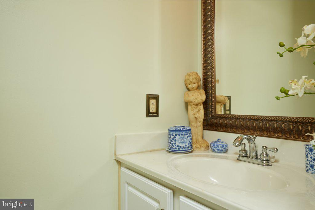 Lower Level Family Room with half bath - 2028 GALLOWS TREE CT, VIENNA