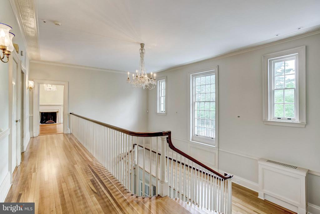2nd Floor Hall - 918 GREENSPRING VALLEY RD, BROOKLANDVILLE