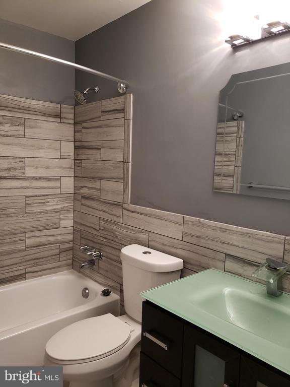 Upper level Bathroom - 2775 KNOLLSIDE LN, VIENNA