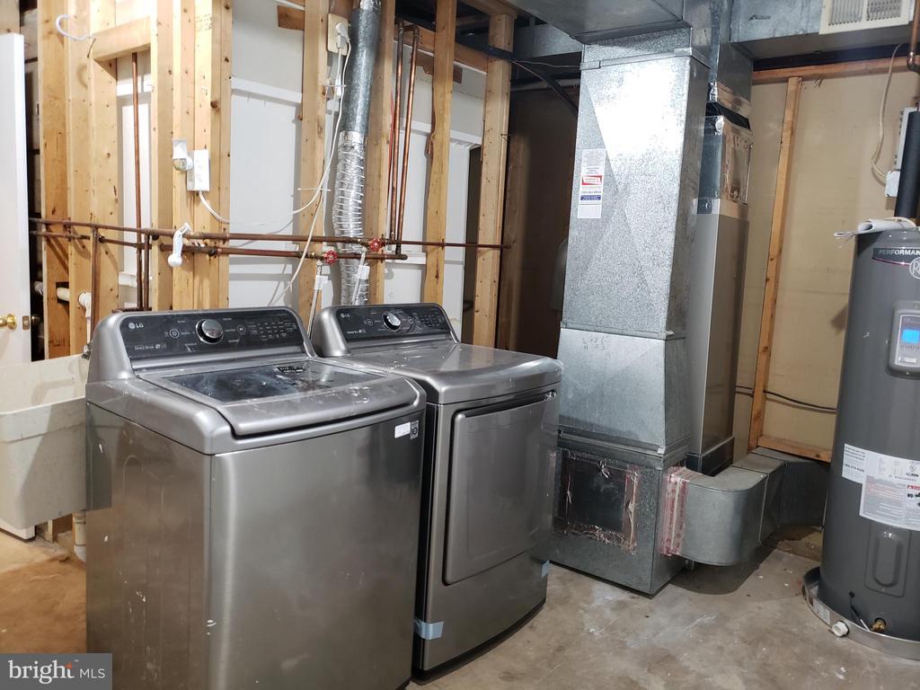 Washer & Dryer in Utility room - 2775 KNOLLSIDE LN, VIENNA