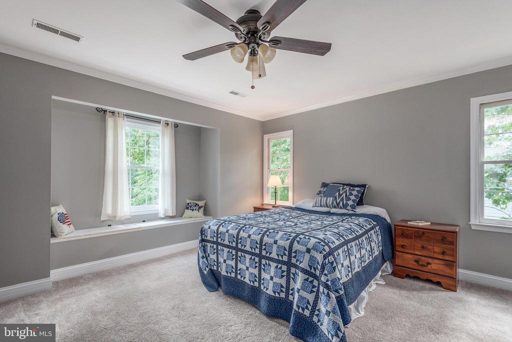 Large master bedroom - 5219 CALVERT CT, FREDERICKSBURG