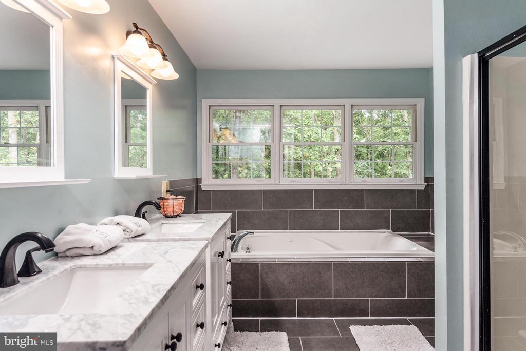 Newly renovated master bath! - 5219 CALVERT CT, FREDERICKSBURG