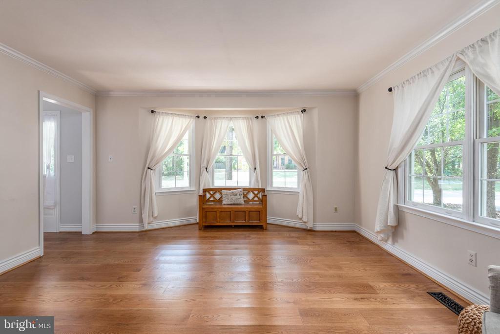 Great living room or office area. - 5219 CALVERT CT, FREDERICKSBURG