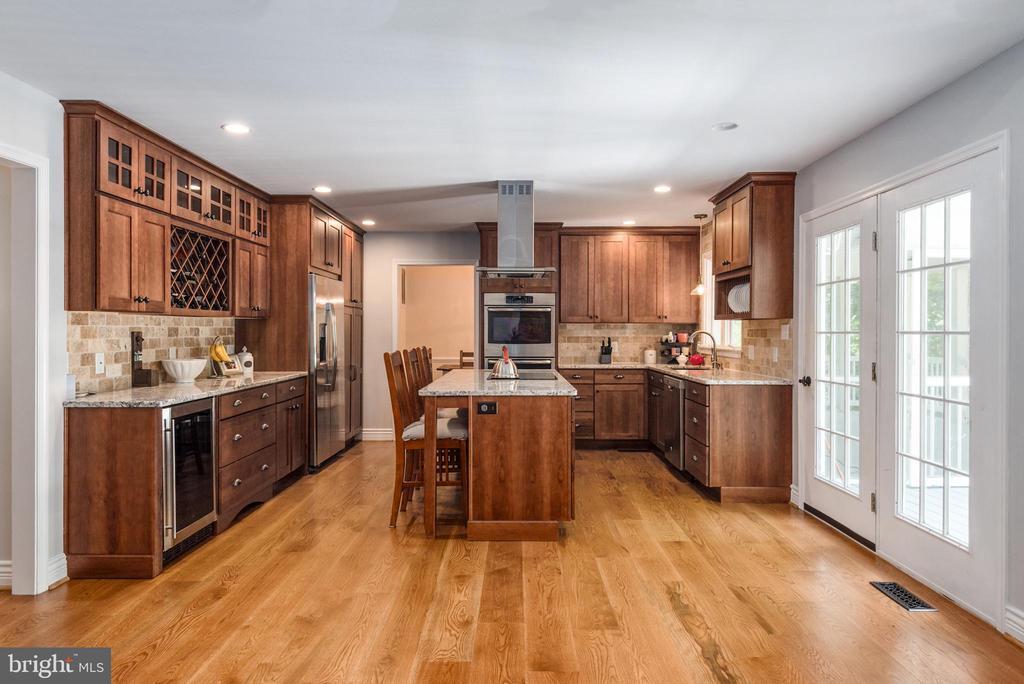 Open concept floor plan will not disappoint! - 5219 CALVERT CT, FREDERICKSBURG