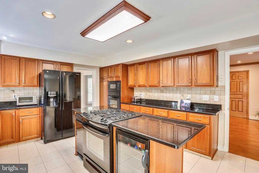 Center island kitchen, perfect for entertaining - 7404 BRADLEY BLVD, BETHESDA