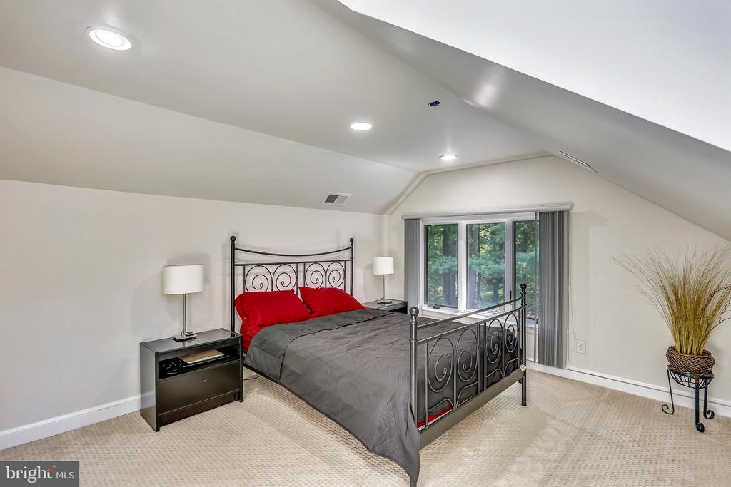 Bedroom #4- Separate upper level suite - 7404 BRADLEY BLVD, BETHESDA