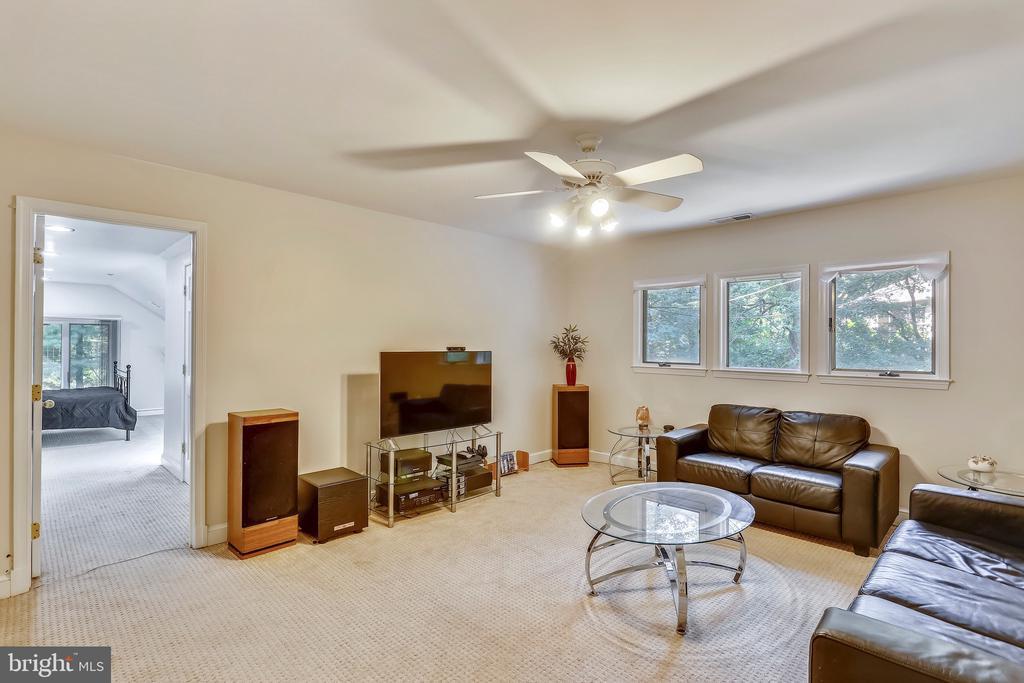 Sitting room off of Bedroom #4 Suite - 7404 BRADLEY BLVD, BETHESDA