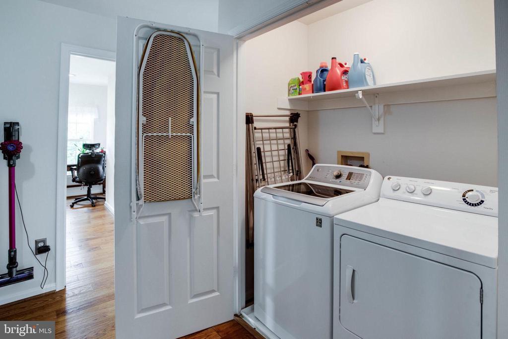 Laundry unit in 2nd level hallway - 4026 ROSEMEADE DR, FAIRFAX