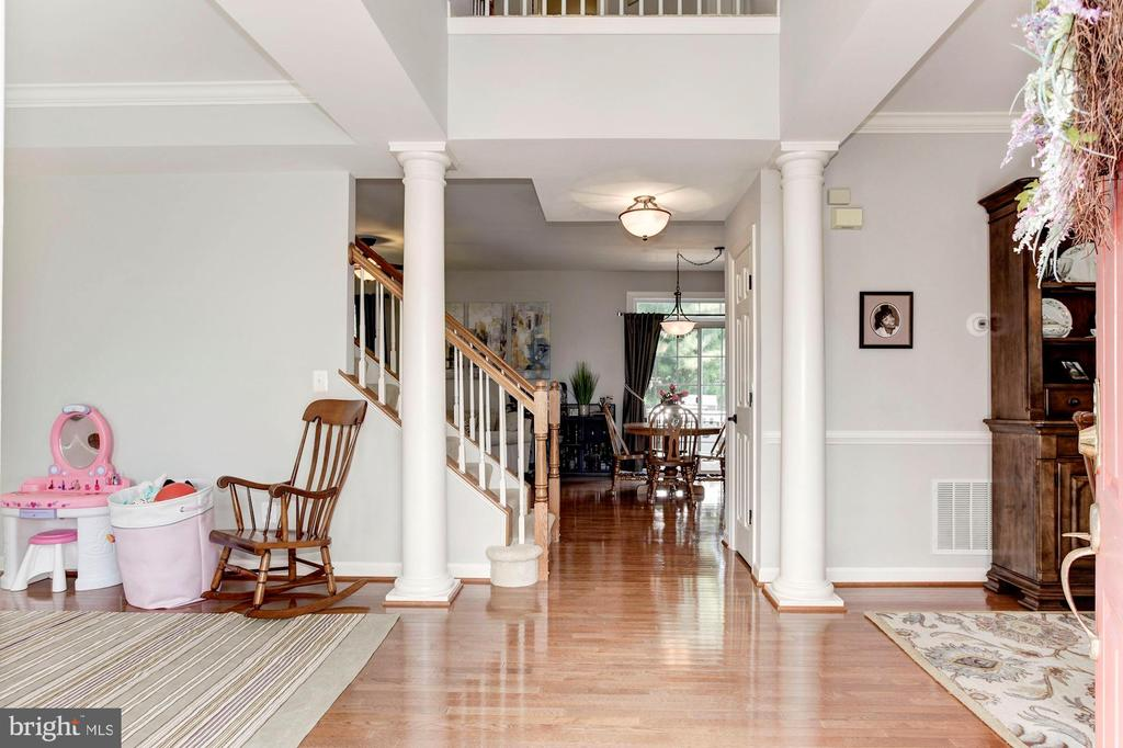 2 Story Foyer; very dramatic & welcoming entrance! - 42956 OHARA CT, ASHBURN