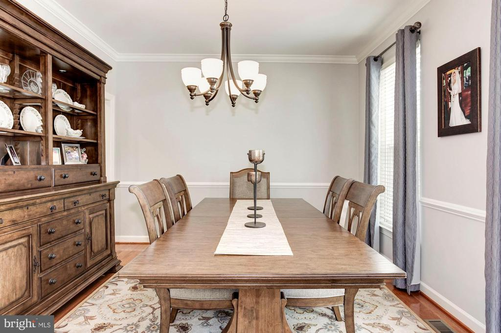 Dining Room - Beautiful chandelier - 42956 OHARA CT, ASHBURN