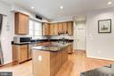 Kitchen - Granite counter tops & kitchen island! - 42956 OHARA CT, ASHBURN