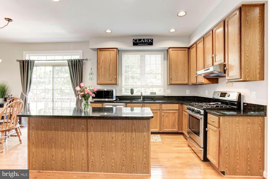 Kitchen - GAS COOKING! - 42956 OHARA CT, ASHBURN