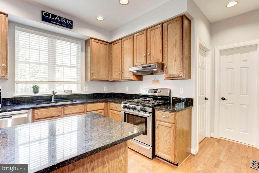 Kitchen - 42956 OHARA CT, ASHBURN