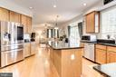 Kitchen - Fantastic circular flow! - 42956 OHARA CT, ASHBURN