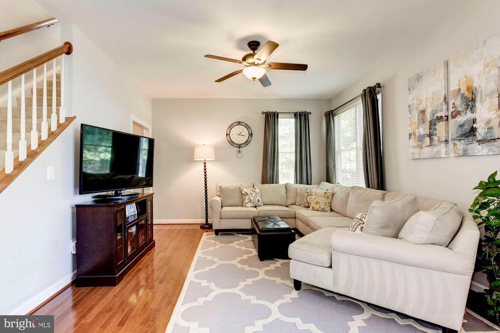 Living Room - Hardwood floors & ceiling fan! - 42956 OHARA CT, ASHBURN