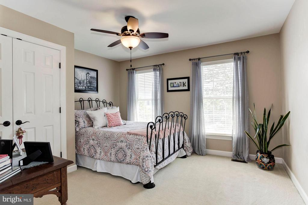 Bedroom #2 - Ceiling fan & overhead lighting - 42956 OHARA CT, ASHBURN